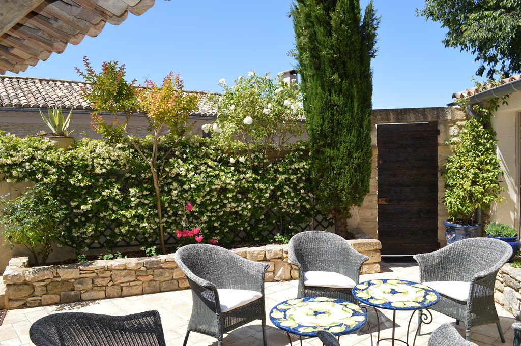 Uzès region, beautifully renovated stone village house with terraces and pool