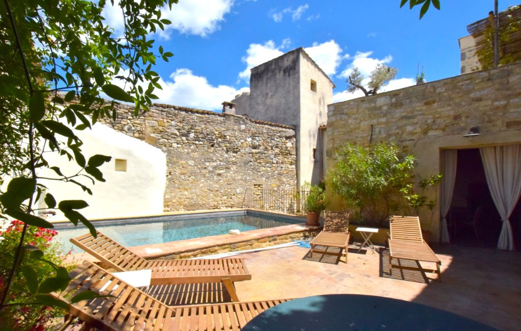 Uzès-Nimes, large and lovely village house, 6 bedrooms, terraces, pool, garage