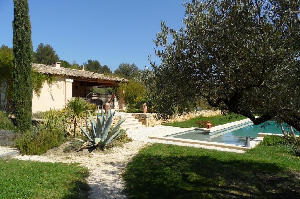Proche Uzès, propriété de charme 500m² SH sur 7200 m2 en partie paysager, avec piscine chauffé