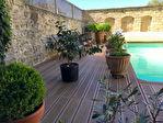 UZES centre, secteur sauvegardé, élégant maison de ville, terrasse avec  piscine chauffée