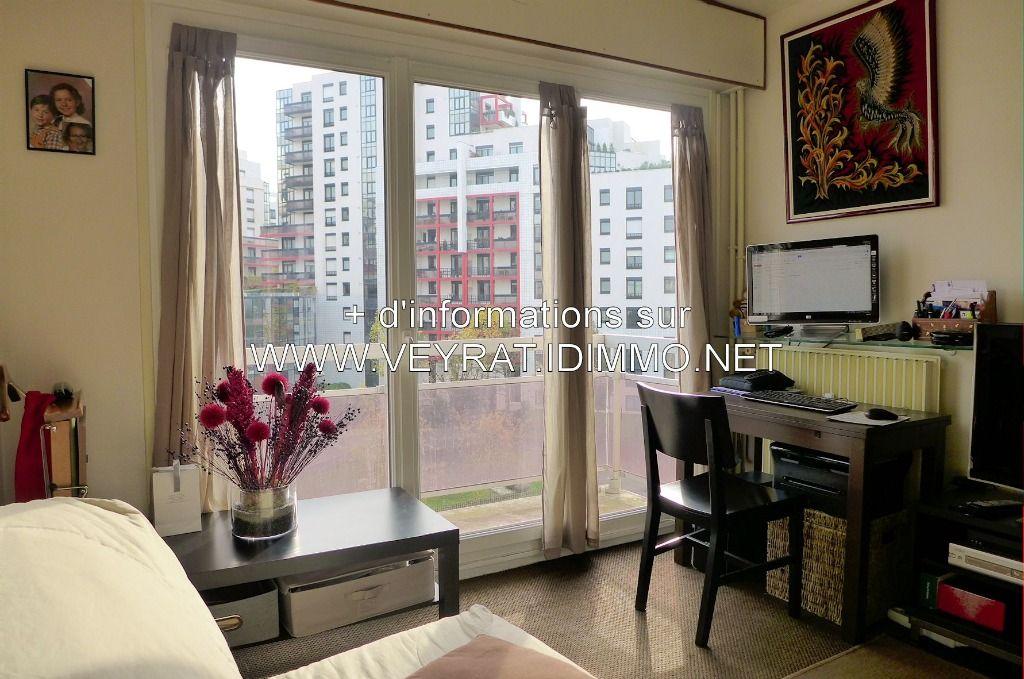 // Vendu // Studio 19,28m² balcon poss. PK / Issy Les Moulineaux / 156 000€ FAI
