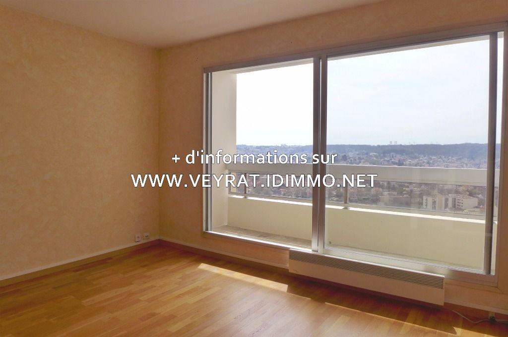 // VENDU // Appartement 3P 65m² PK / Issy-les-Moulineaux / 305 000€ FAI