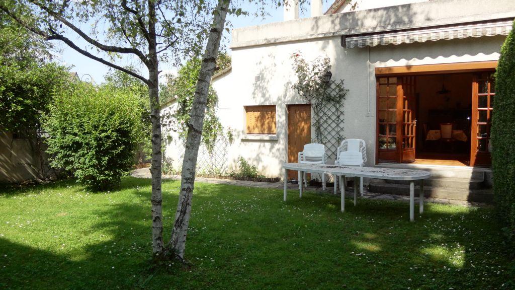 Vélizy - A vendre Maison sur beau jardin -
