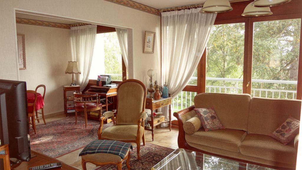 Velizy Villacoublay - A vendre appartement 4 pièces plein sud