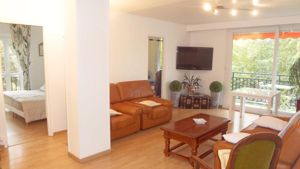 A VENDRE ! Appartement DERNIER ÉTAGE à Vélizy avec très grand séjour !