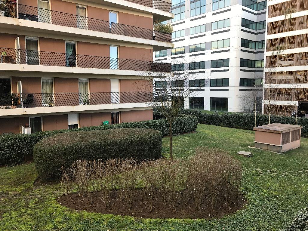 A LOUER ! Vélizy-Villacoublay, beau studio de 34,38m² en bon état dans une résidence récente