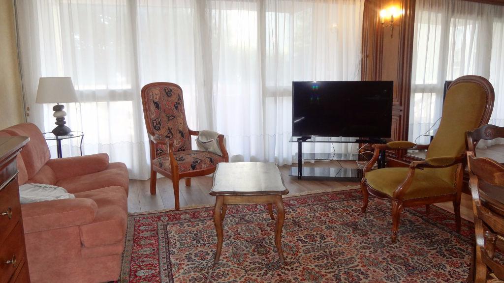 VELIZY-VILLACOUBLAY ! Appartement 3 pièces de 72m² avec loggia
