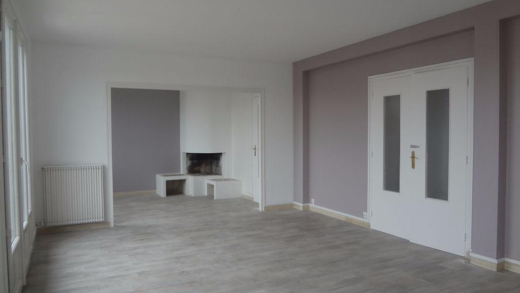 A LOUER !! AU PETIT CLAMART : Au dernier étage ! Bel appartement 5 pièce(s) 101 m2, travaux récents !
