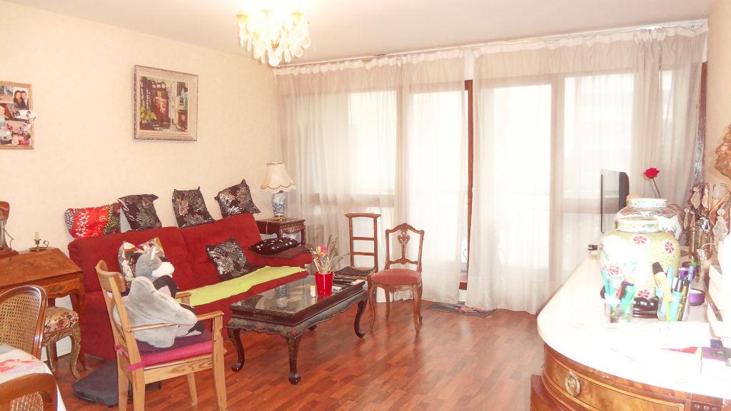 VELIZY-VILLACOUBLAY! LOCATION: Appartement 3pièces de m² refait à neuf !
