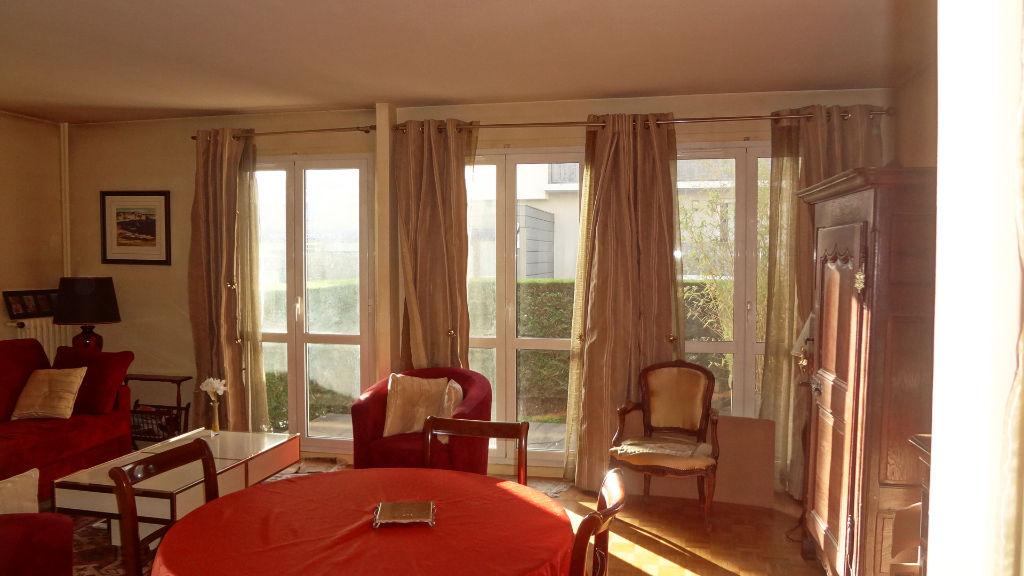 Vélizy - A vendre. appartement 3 pièces en Rez-de-jardin dans  Le Clos