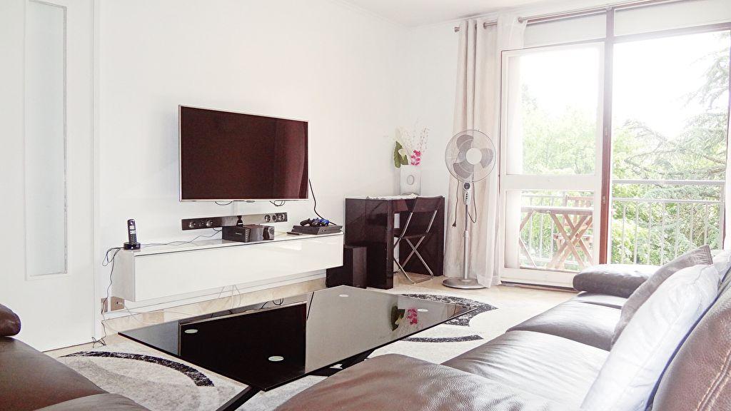 A VENDRE ! VELIZY-VILLACOUBLAY : Appartement 3 pièces Quartier Les Provinces excellent état
