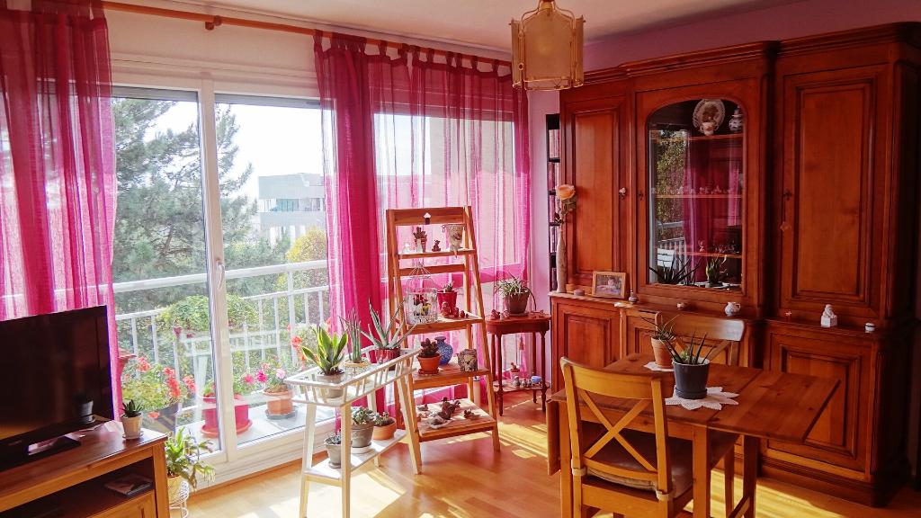A VENDRE ! VELIZY-VILLACOUBLAY : Appartement 4 pièces d'environ 74m²