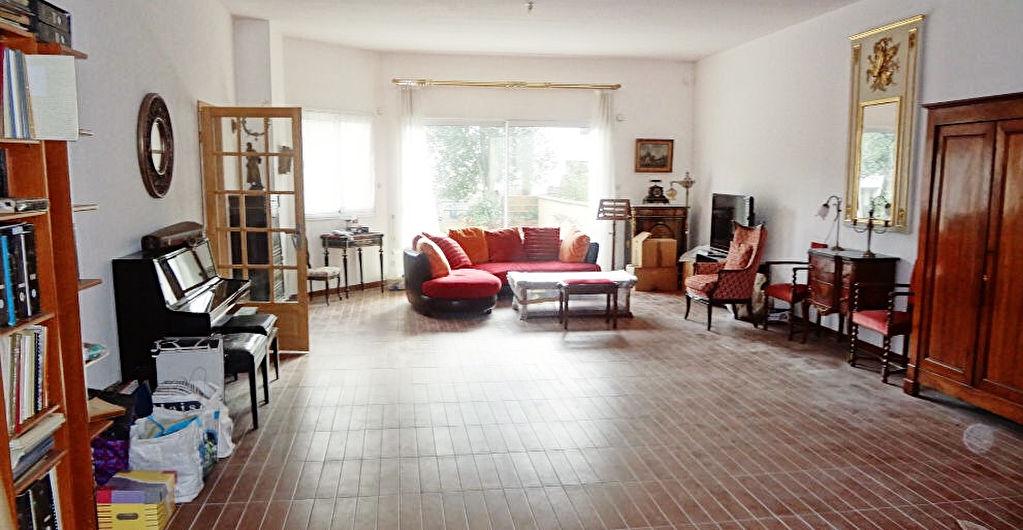 Vélizy A vendre maison récente rare de 277 m² avec des beaux volumes