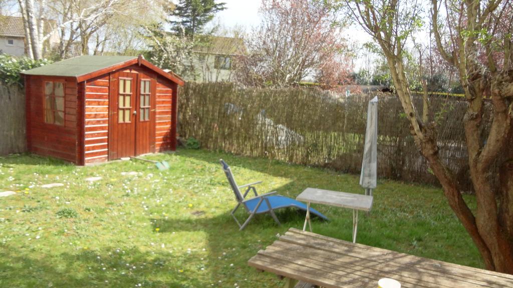A vendre LIEUSAINT. Maison familiale en bon état avec jardin.