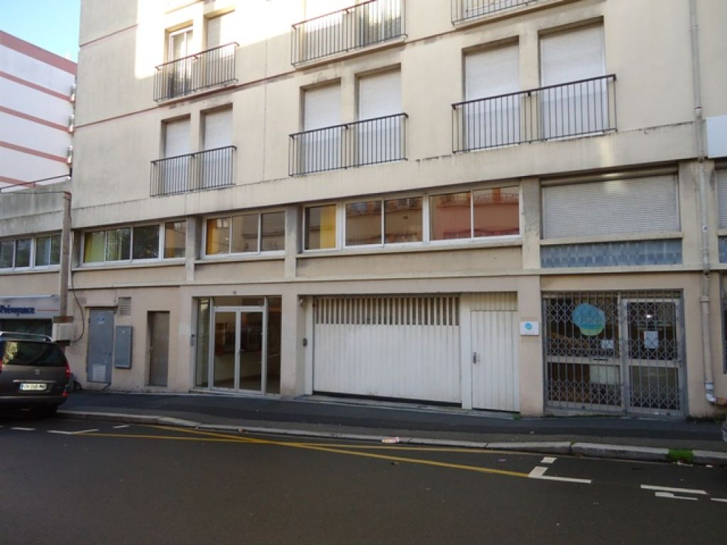LOCATION BREST CENTRE VILLE BOX FERME RUE BRANDA 15 m²
