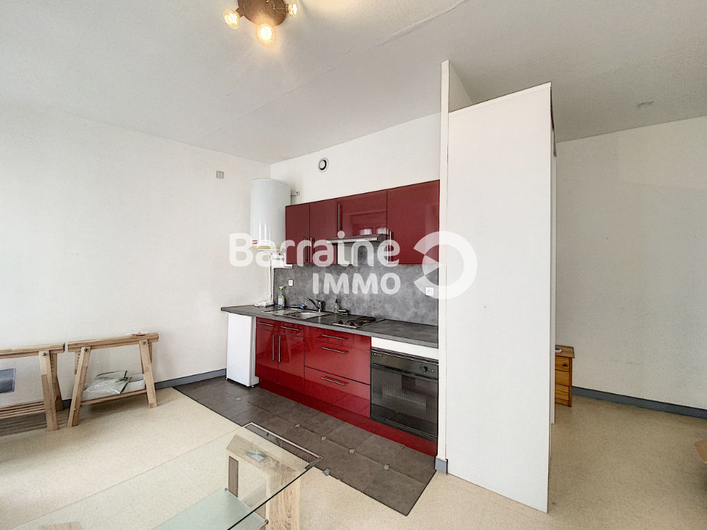 LOCATION  BREST PILIER ROUGE APPARTEMENT STUDIO  24.62 M²  RENOVE