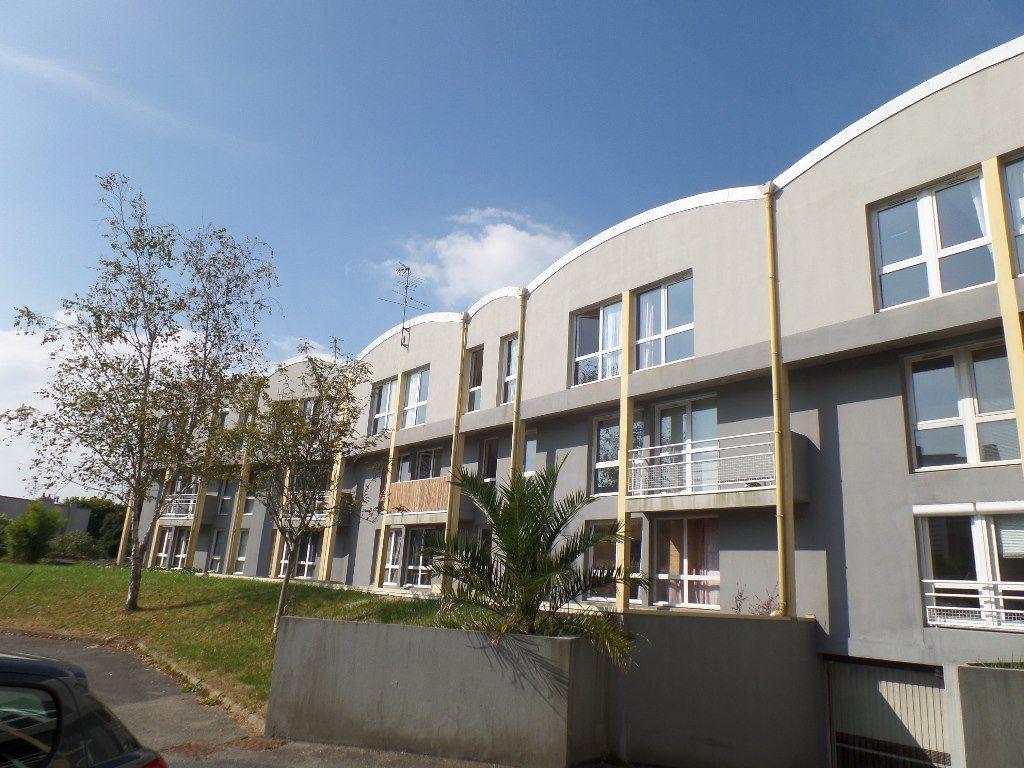LOCATION  BREST  OCTROI  PILIER ROUGE  APPARTEMENT T2 55.29 m²  Parking privé  Deuxième et dernier étage  Résidence récente