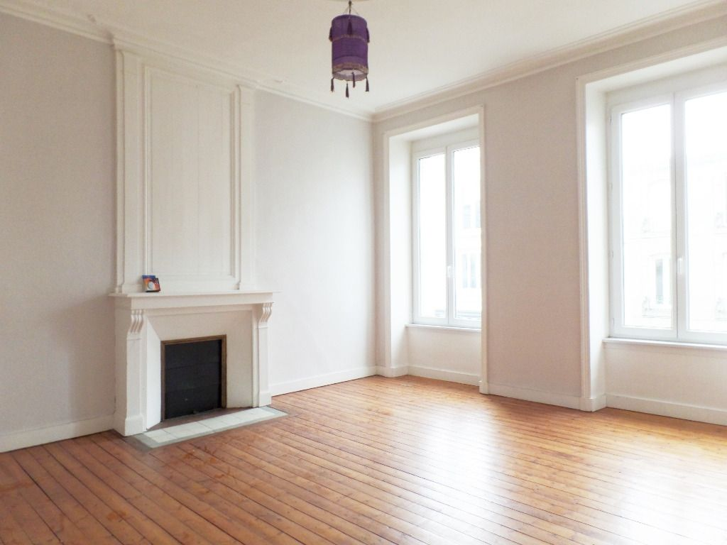 LOCATION  BREST  CENTRE JAURES  APPARTEMENT T2  47,55 M²  BEAUX VOLUMES  AU PIED DU TRAMWAY