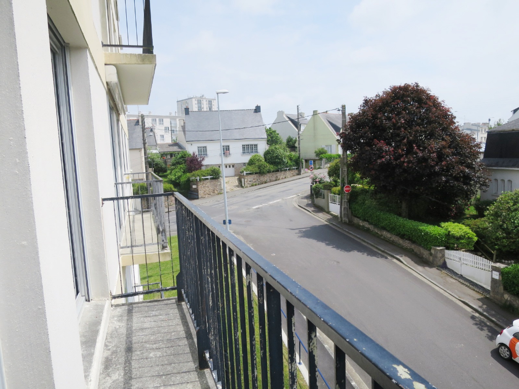 LOCATION BREST DOURIC APPARTEMENT T3 RENOVE 61.42 m² BALCON GARAGE