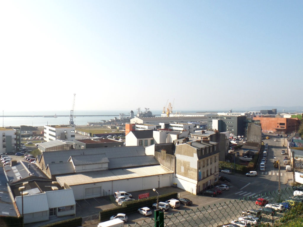 LOCATION  BREST   PORT DE COMMERCE   APPARTEMENT T2   53 M²   VUE RADE