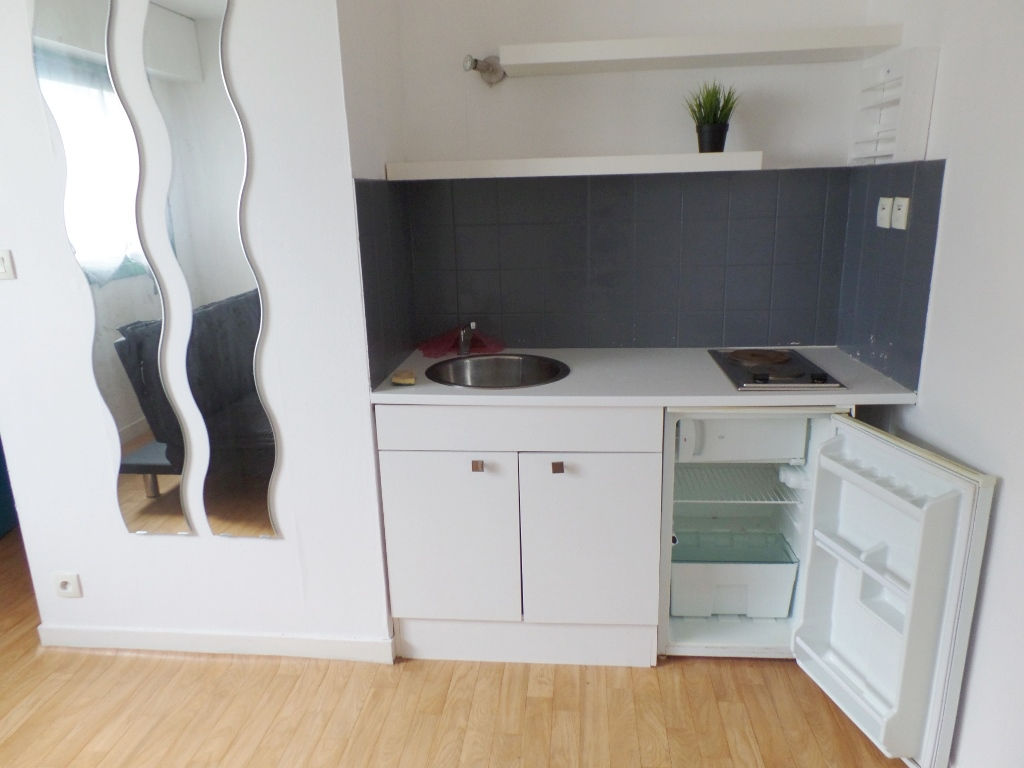 LOCATION BREST JAURES PILIER ROUGE STUDIO MEUBLE 18.43 m²