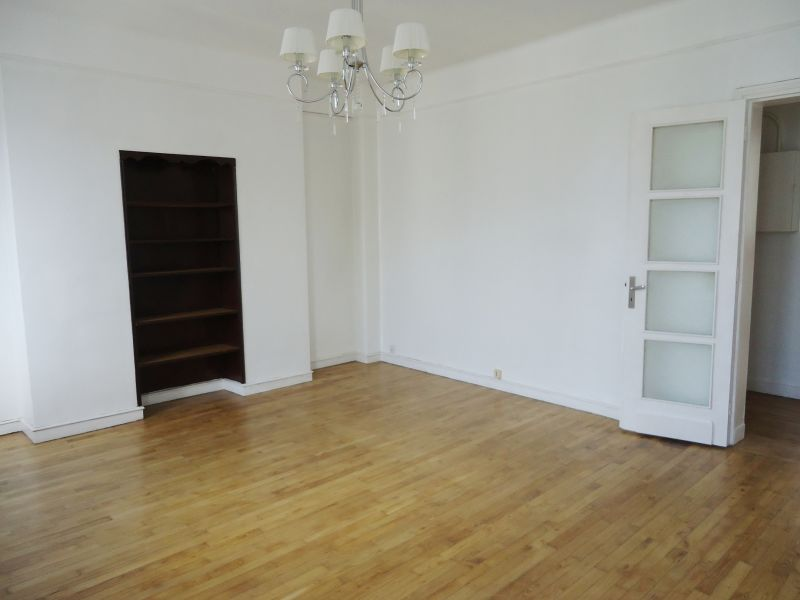 LOCATION  BREST  CENTRE SIAM  APPARTEMENT T3  63M²  PLEIN CENTRE  BEAUCOUP DE CACHET