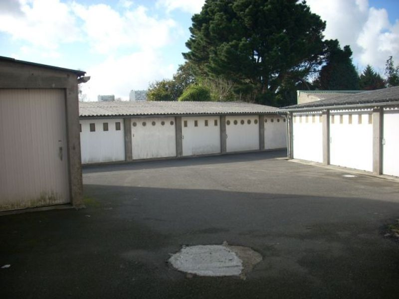 LOCATION BREST  KERINOU  GARAGE FERME  SECURISE