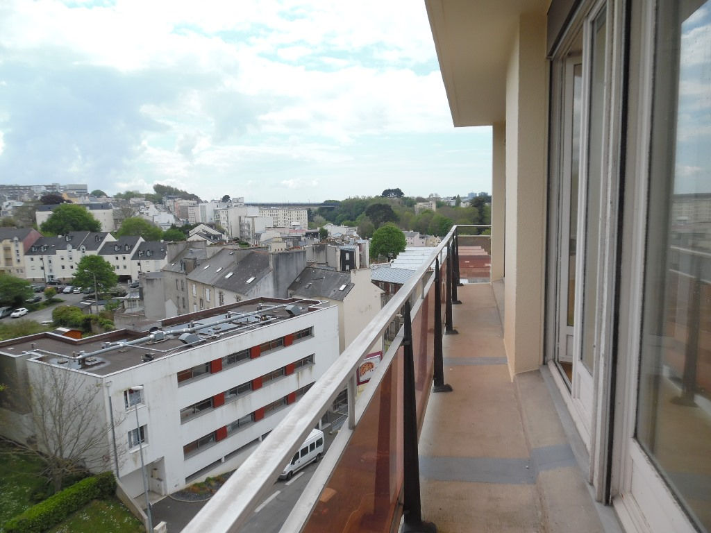 A VENDRE  BREST  KERINOU  APPARTEMENT T4  76M²  2 CHAMBRES  ASCENSEUR  BALCON  PARKING