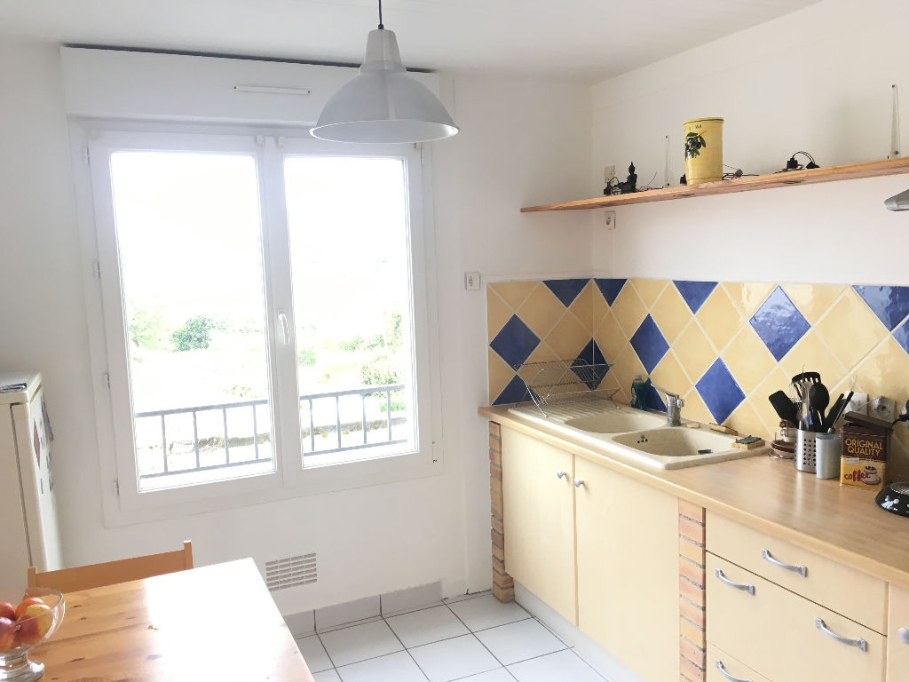 A VENDRE  BREST  LANREDEC  APPARTEMENT T4  75M²  2 CHAMBRES  DALLE BETON  PARKING