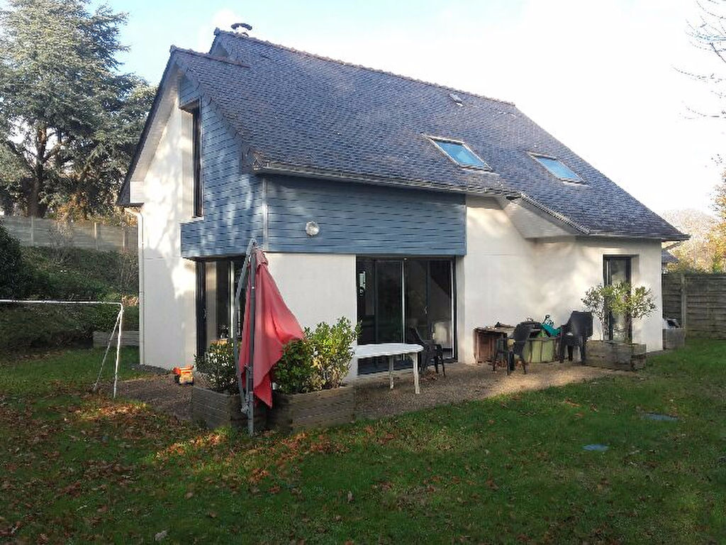LOCATION  LE RELECQ-KERHUON  MAISON T6  105.07 m2