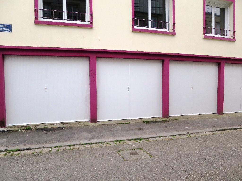 A louer agence centrale for Garage a louer brest