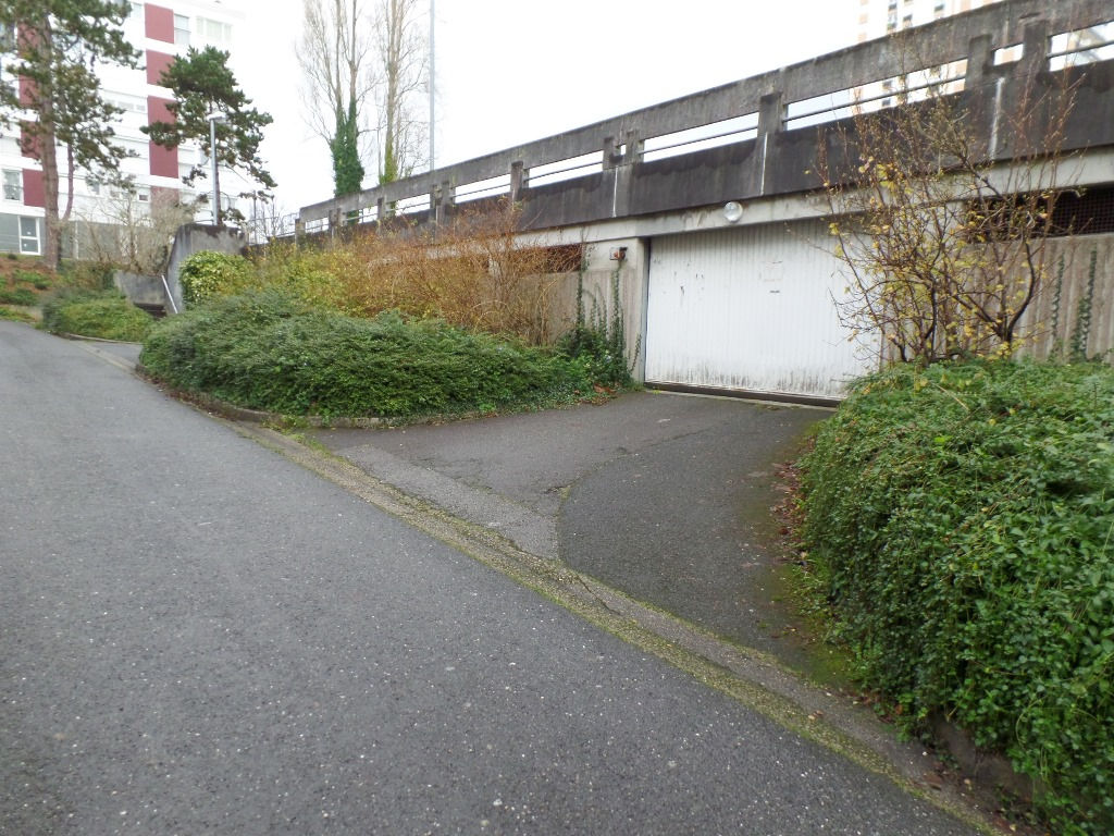 LOCATION BREST BELLEVUE PLACE DE PARKING COUVERTE ET SECURISEE