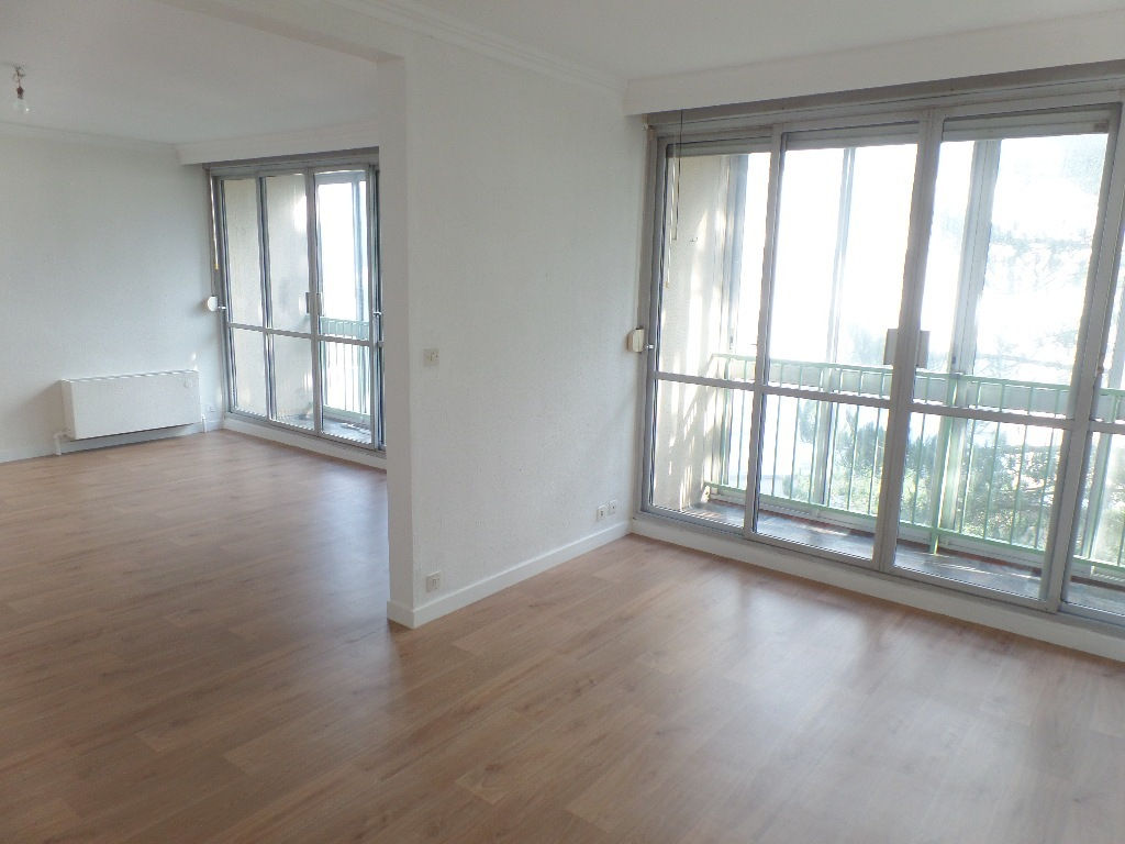 VENDU  BREST  PETIT PARIS / LE BOT  APPARTEMENT T5  103.20 m2  ASCENSEUR  BALCON FERME  POSSIBILITE GARAGE