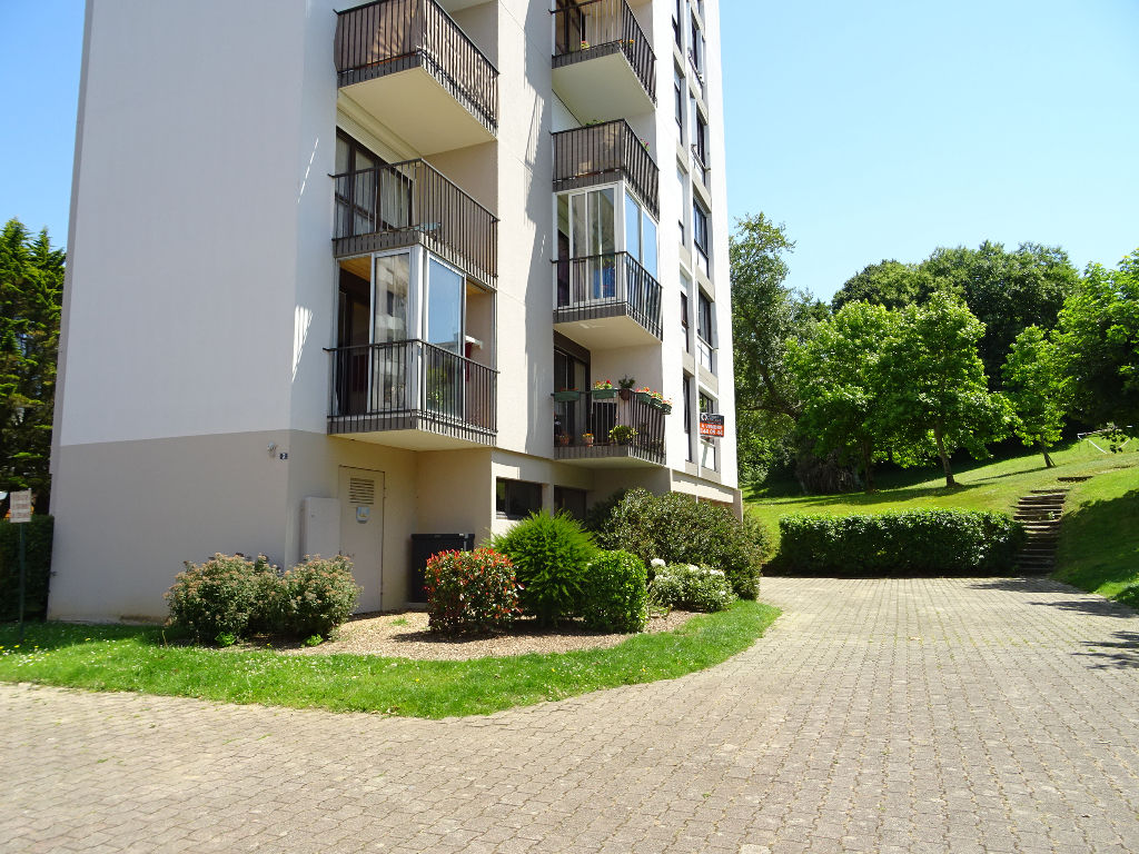 A VENDRE  BREST  MENEZ PAUL  APPARTEMENT T1  29 m2  PARKING PRIVE  RESIDENCE DE STANDING