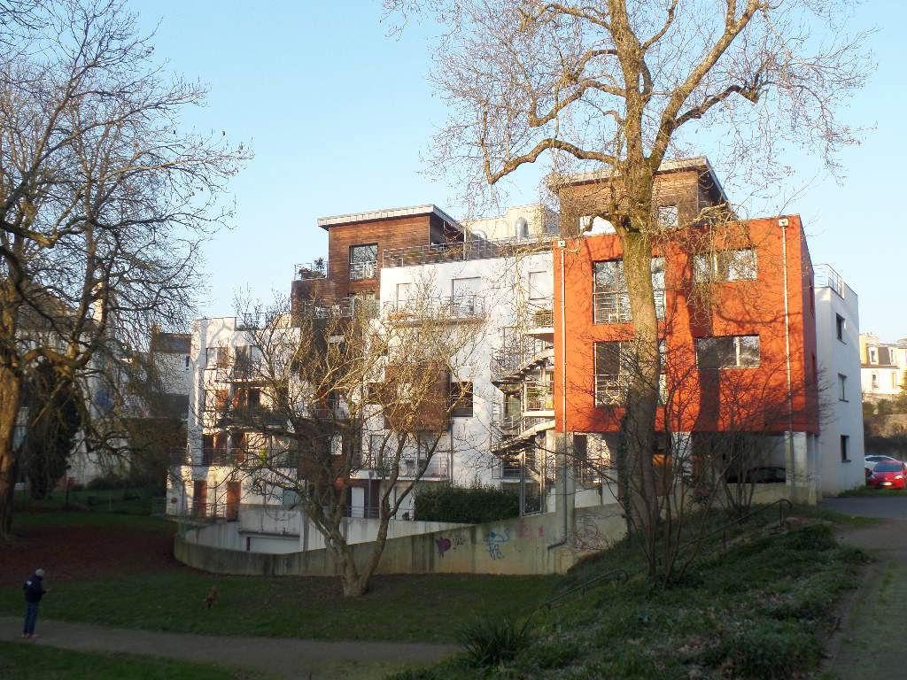 A LOUER BREST KERINOU APPARTEMENT T5 de 99.83 m² habitables TERRASSE 67 m² ASCENSEUR PARKING EN SOUS-SOL