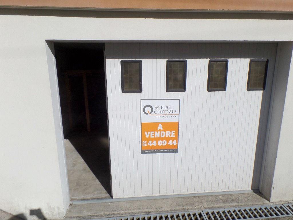 A VENDRE  BREST  4 MOULINS  GARAGE FERME  17M²