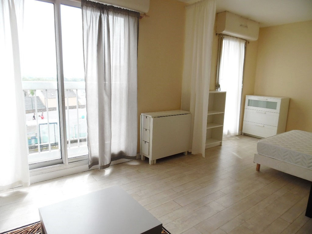 A VENDRE   LE RELECQ KERHUON  APPARTEMENT T1 BIS  35M²  PARKING  RESIDENCE ANNEE 80