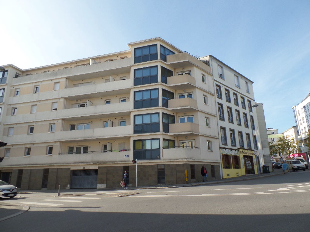 A LOUER BREST OCTROI SAINT MARC   APPARTEMENT T2 37M²   RESIDENCE DE 2006 ASCENSEUR PLACE DE PARKING PRIVATIVE