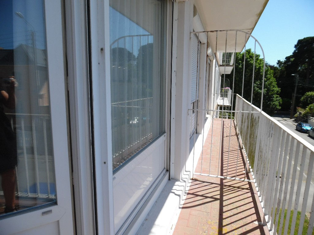 A VENDRE EN EXCLUSIVITE  BREST  KERBONNE APPARTEMENT T3  58M²  2 CHAMBRES  BALCON  PARKING  DALLE BETON