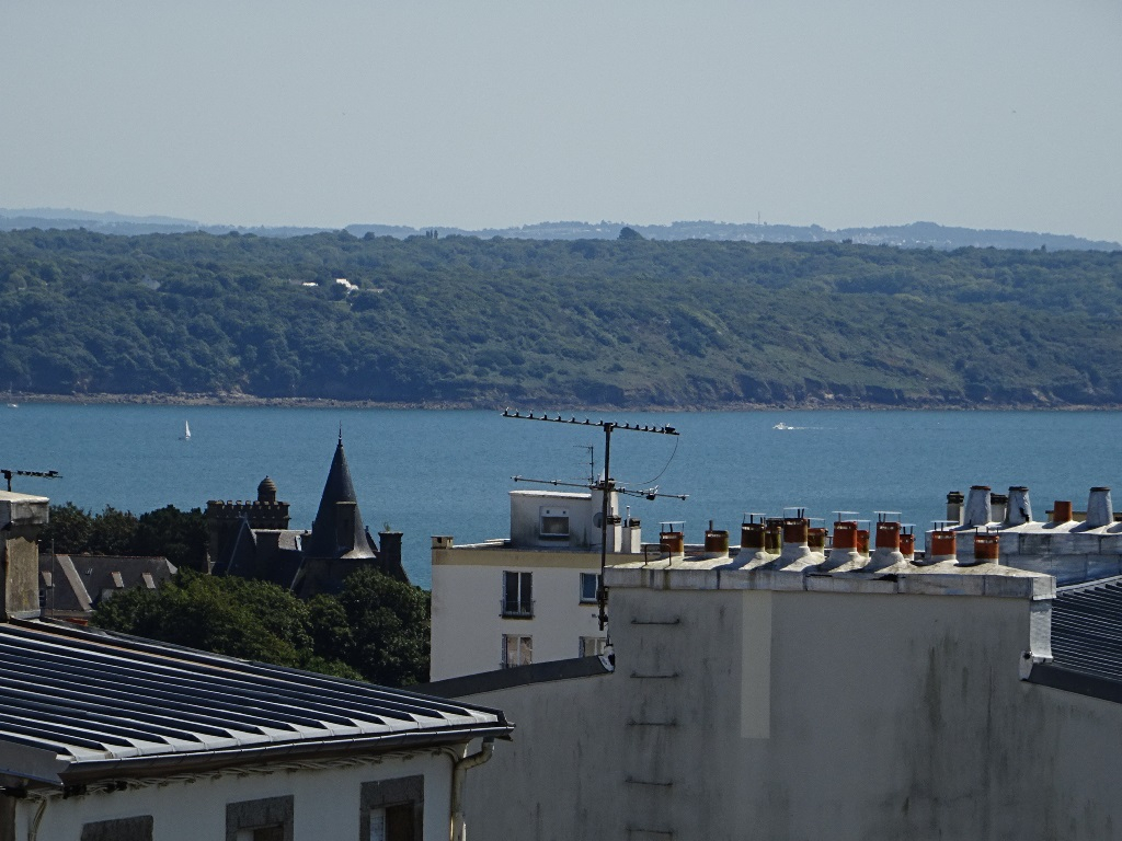 A VENDRE   BREST   SAINT MICHEL   APPARTEMENT T3   78 M²   RESIDENCE RECENTE   ASCENSEUR  PLACE DE PARKING  DEUX BALCONS CAVE