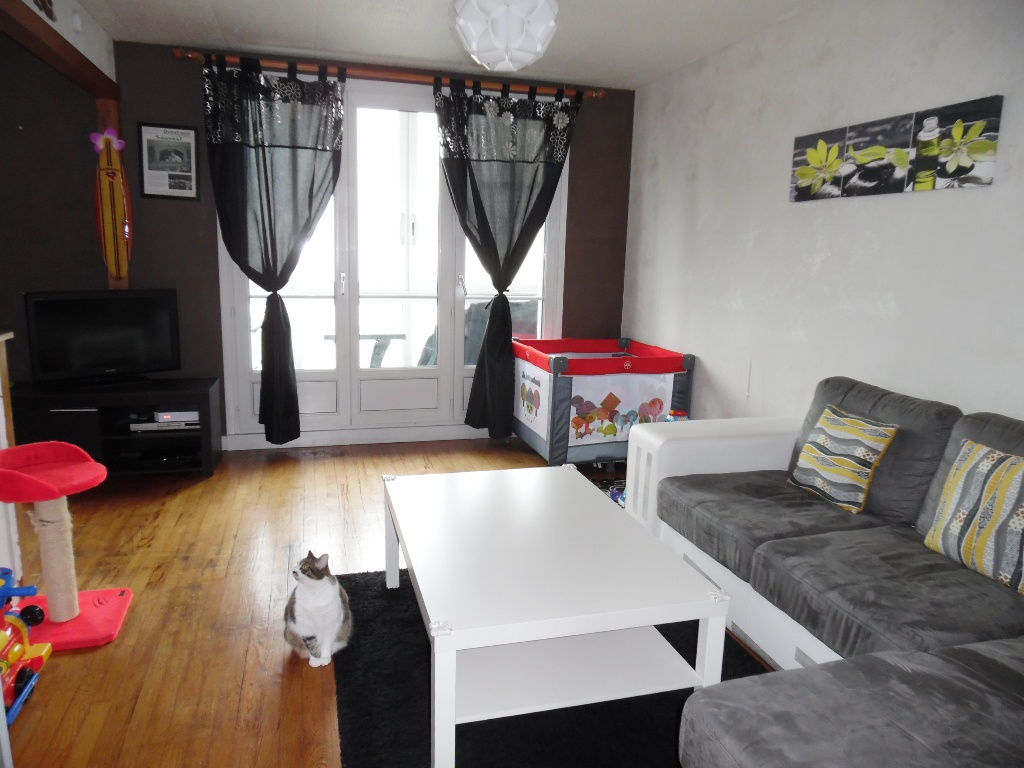 EXCLUSIVITE  A VENDRE  BREST PETIT PARIS   APPARTEMENT T4  62M²  2 CHAMBRES  BALCON FERME  DALLE BETON