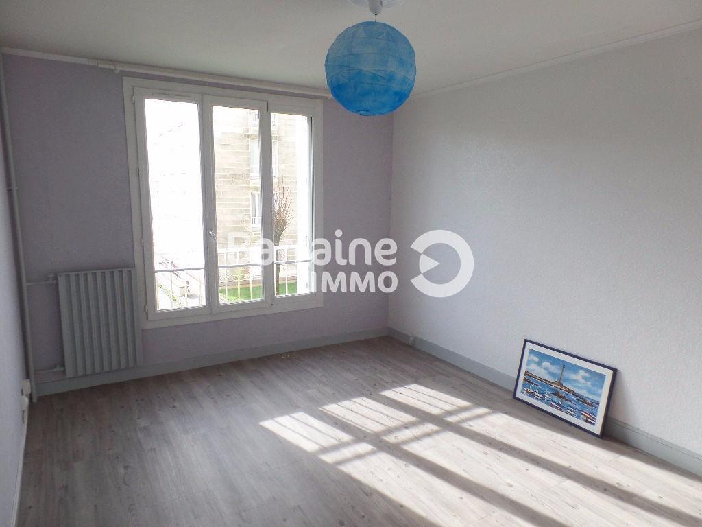 A  LOUER  BREST  PETIT PARIS  APPARTEMENT T4  3 CHAMBRES 65,43 m2