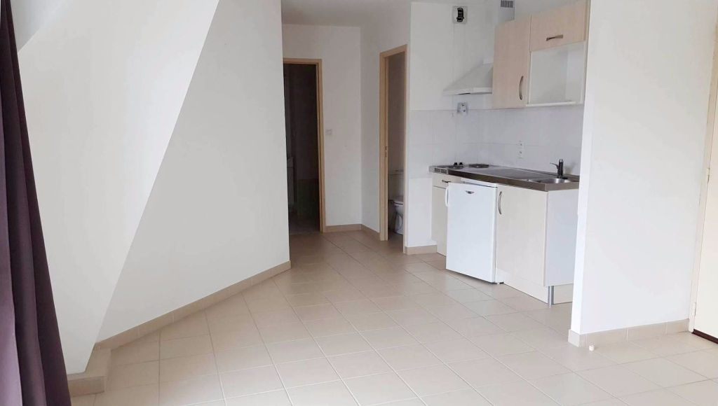 A LOUER - LORIENT- KERFORN - STUDIO de 25m² - PARKING PRIVE