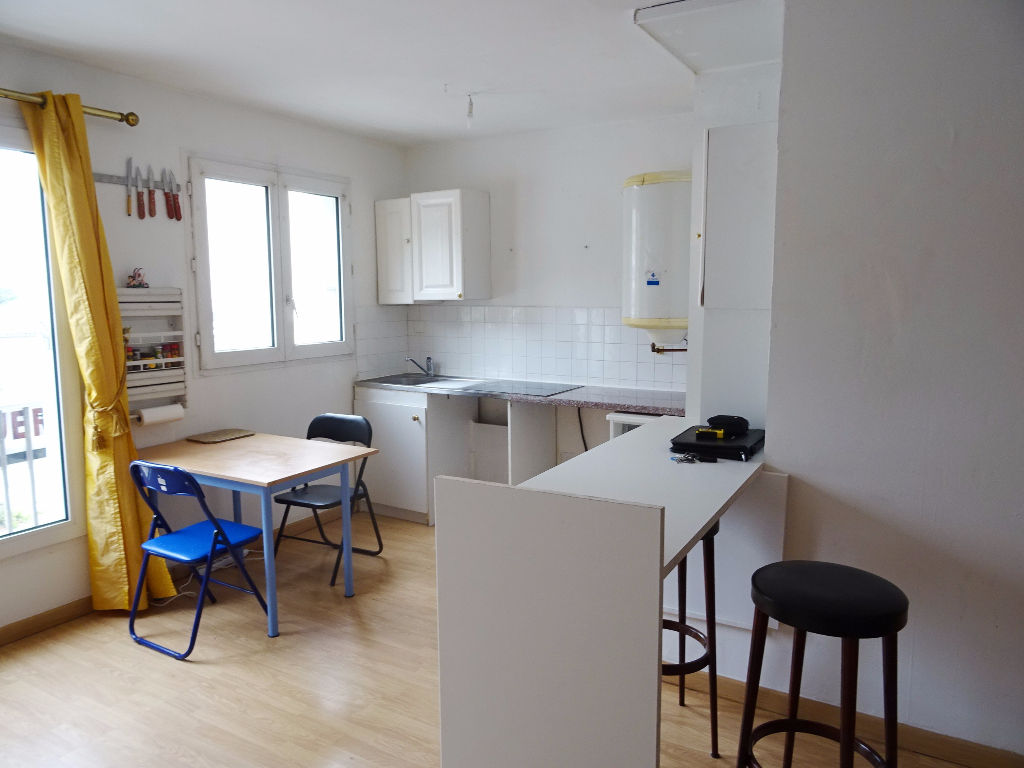 A VENDRE    BREST    KERINOU / CROIX ROUGE    STUDIO     34.08 M²   CARREZ     DALLE BETON     PARKING PRIVATIF  LOCATAIRE EN PLACE