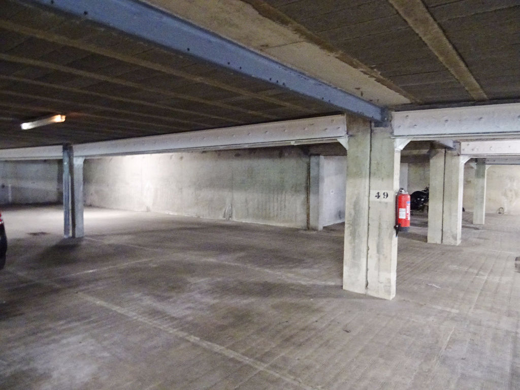 A VENDRE   BREST    BELLEVUE    34 RUE TOURAINE   LOT DE 31 PLACES DE PARKING COUVERTES ET SECURISEES