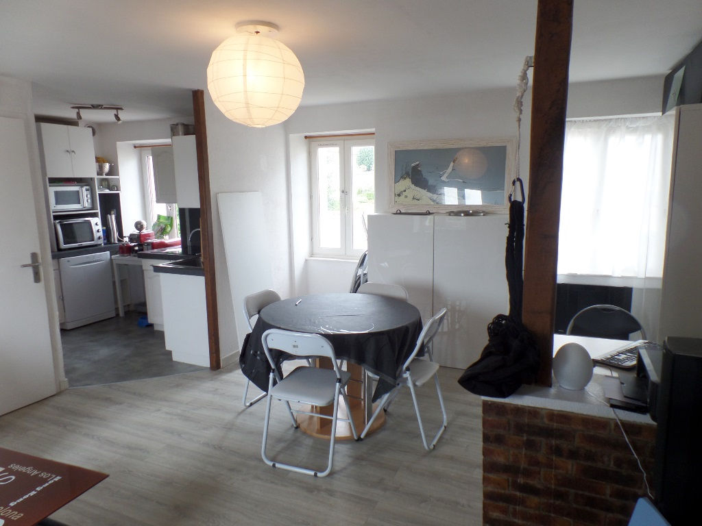 LOCATION  LE RELECQ KERHUON  APPARTEMENT DUPLEX T4  64.31m² carrez. 95m² au sol