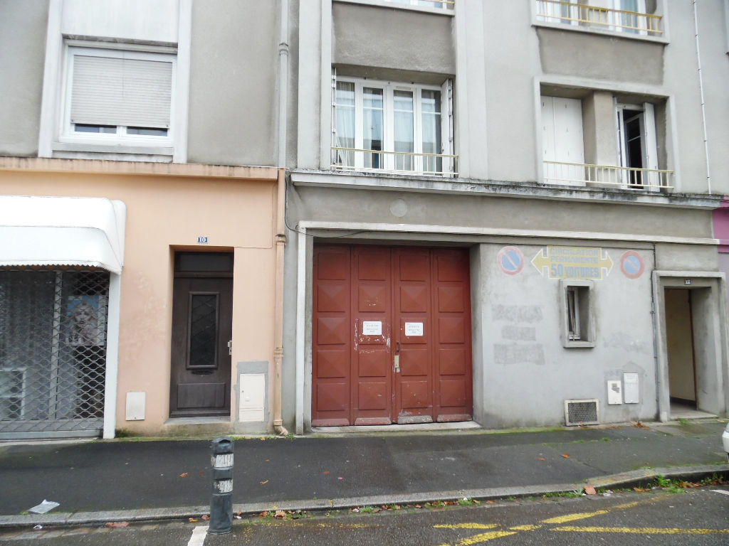 EXCLUSIVITE  A VENDRE  BREST  SAINT LOUIS PROCHE SIAM  BOX FERME EN SOUS SOL SECURISE 14M²