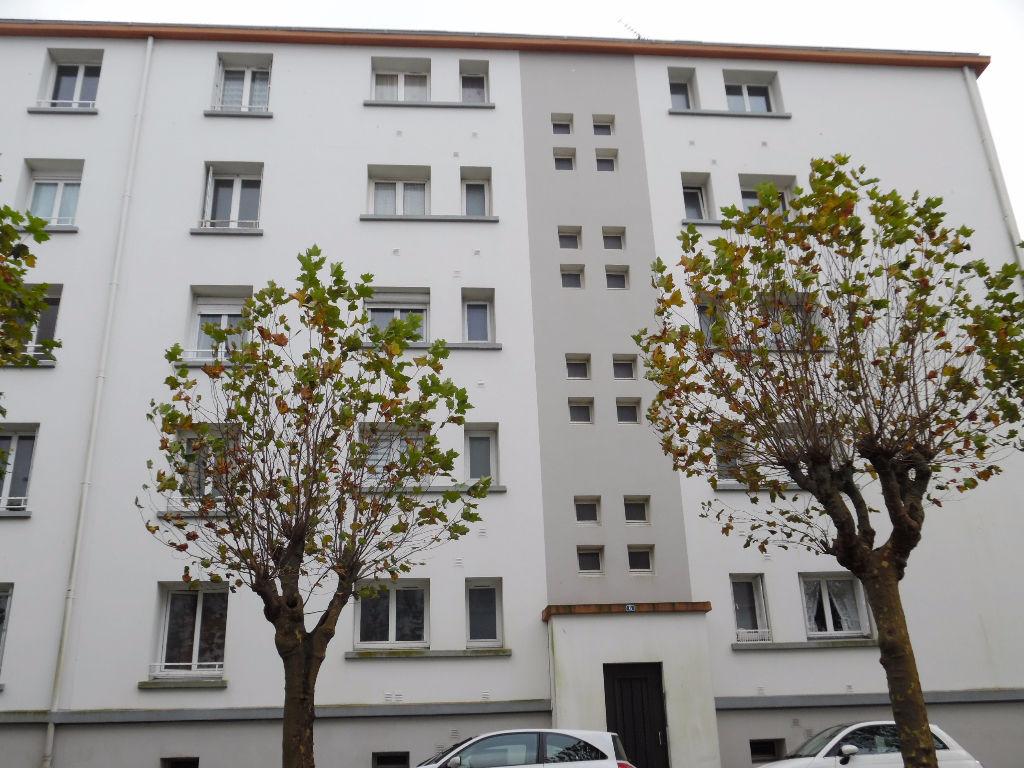 A VENDRE   BREST  PETIT PARIS   APPARTEMENT T4   64 M²  DEUX CHAMBRES   DALLE BETON