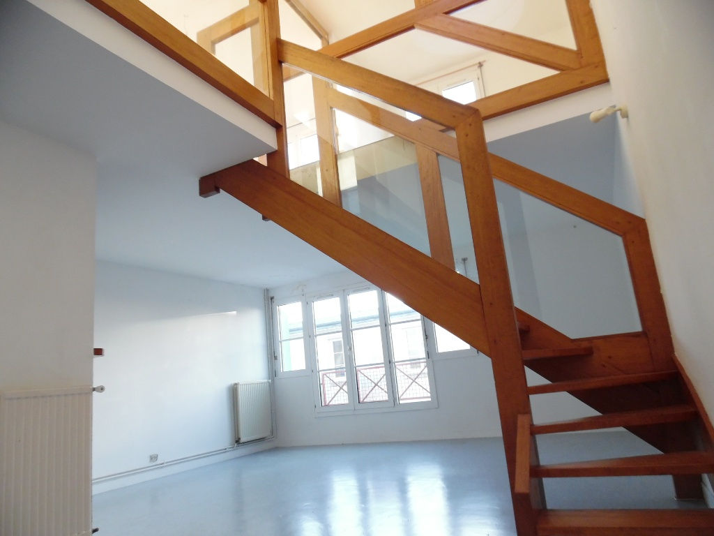 EXCLUSIVITE  A VENDRE  BREST  SAINT MARTIN  APPARTEMENT T4  DUPLEX  3 CHAMBRES   PARKING   DALLE BETON