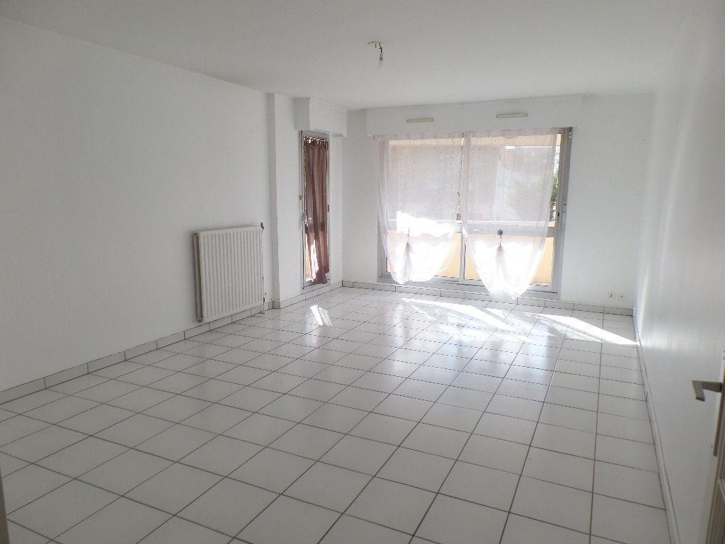 A VENDRE  BREST  BONNE NOUVELLE  APPARTEMENT T3  77.90 m2 CARREZ   TERRASSE SUD OUEST